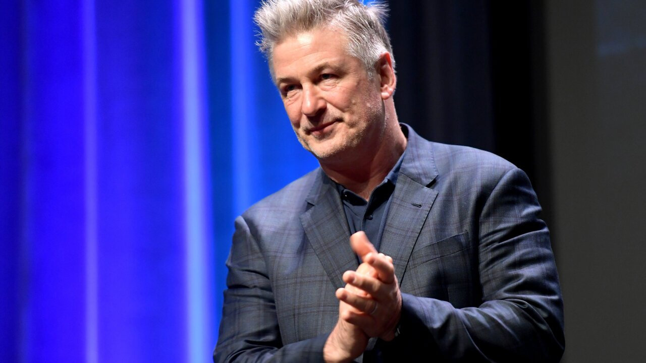 Alec Baldwin thinks he could beat Donald Trump for president