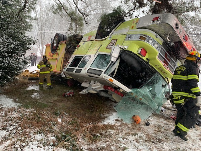 Crashed Henrico firetruck 02.jpg