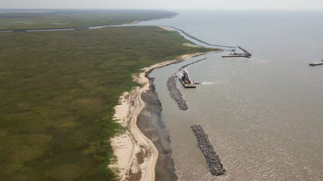 Louisiana officials using rocks in 'pillows' to defend coast