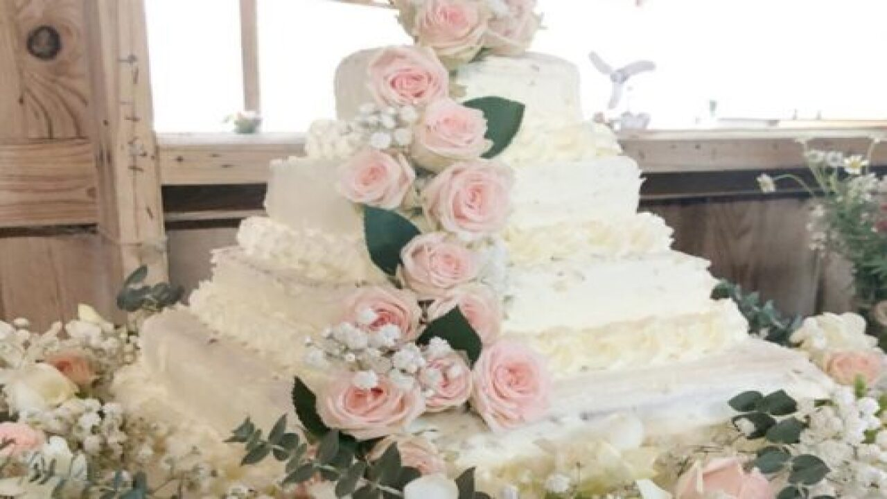 This Gorgeous DIY Costco Wedding Cake Only Cost $50 To Create
