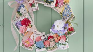 seed-packet-wreath-diy-summer-craft-1557171414.jpg