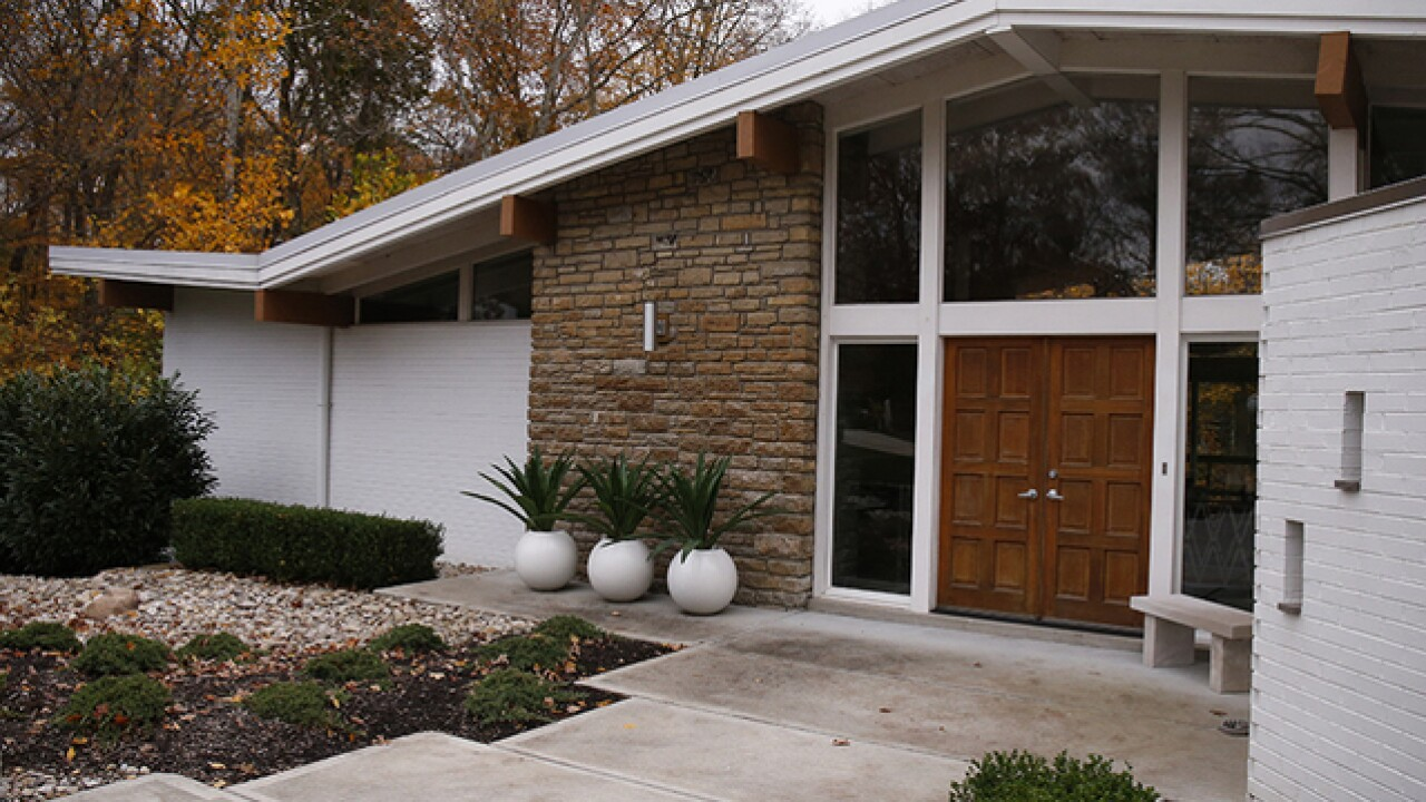 Home Tour: Living in this Anderson Twp. mid-century modern is like being on permanent 'vacation'