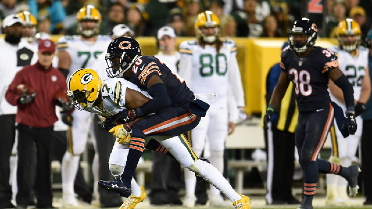 Rodgers throws 3 TD passes, Packers beat Bears