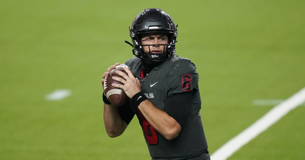 UNLV QB issues apology for eating sushi off nude model on