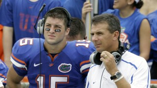 Tim Tebow and Urban Meyer with Florida Gators on sideline in 2009
