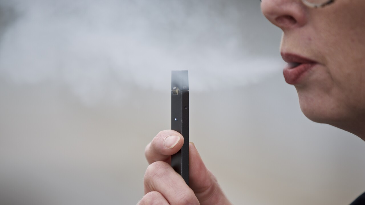 CDC says it's unlikely 1 brand is responsible for outbreak of vaping illnesses