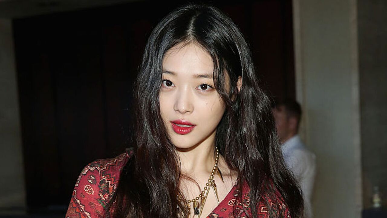 Sulli: K-pop star found dead at 25