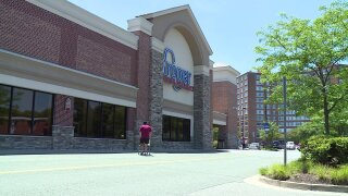 Photos: Beloved Willow Lawn Kroger employee will 'do anything for anybody' with asmile