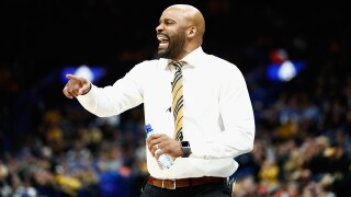 Behind Mark Smith's 19 points, Mizzou opens up season with 68-55 win over Central Arkansas