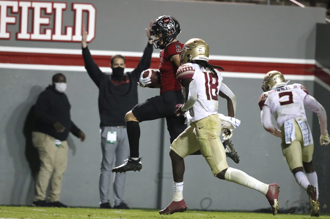 North Carolina State Wolfpack receiver Thayer Thomas scores TD vs. Florida State Seminoles defensive back Travis Jay in 2020