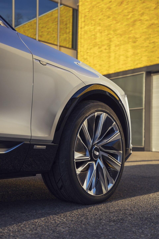 Cadillac LYRIQ pairs next-generation battery technology with a b