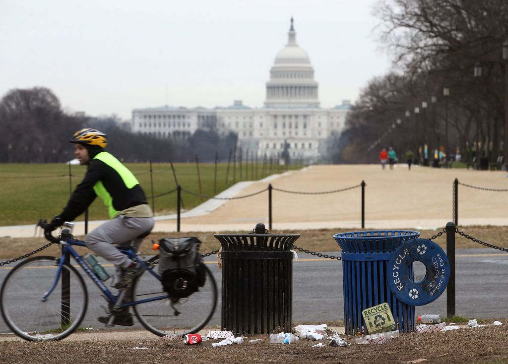 Government shutdown: Parks Service employees remain furloughed, some protest