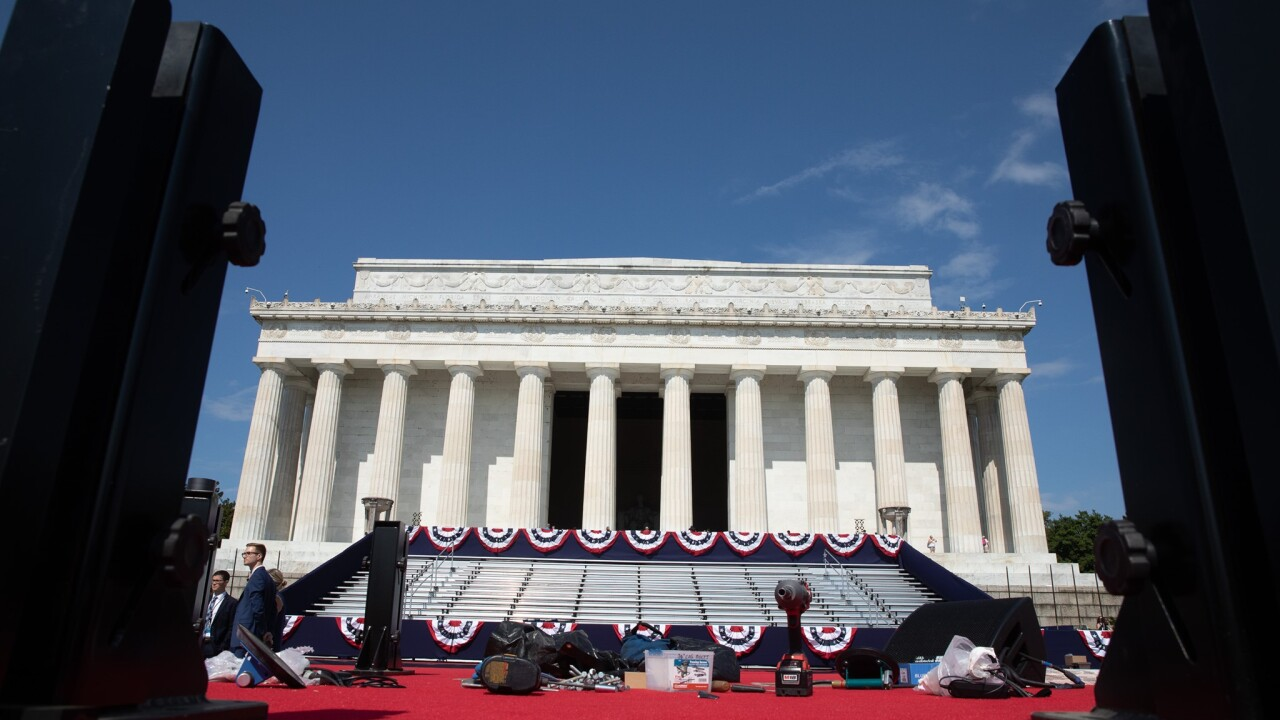 Fourth of July prep at Lincoln Memorial (courtesy: The White House)