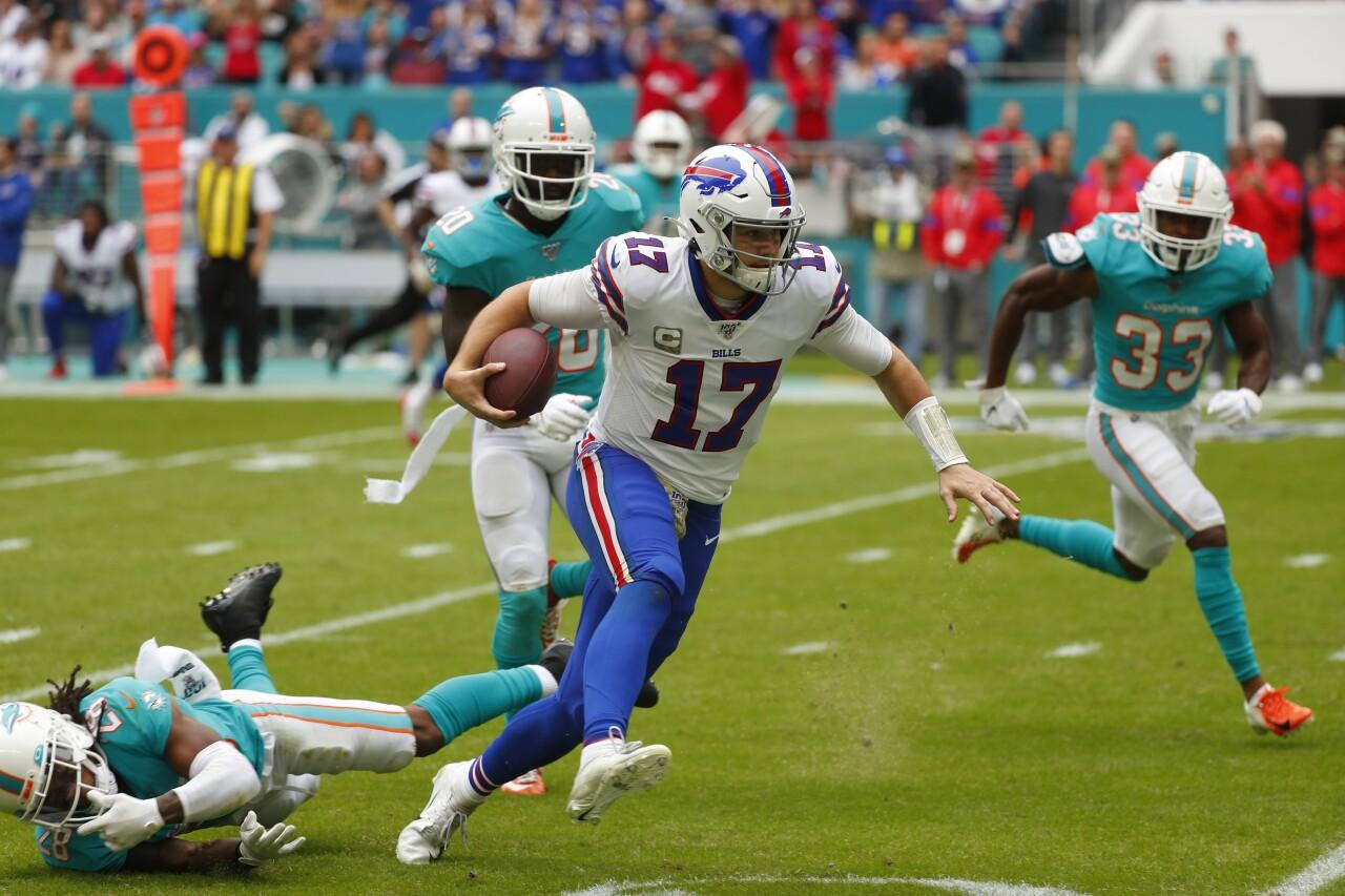 Buffalo Bills QB Josh Allen scrambles against Miami Dolphins, Nov. 17, 2019