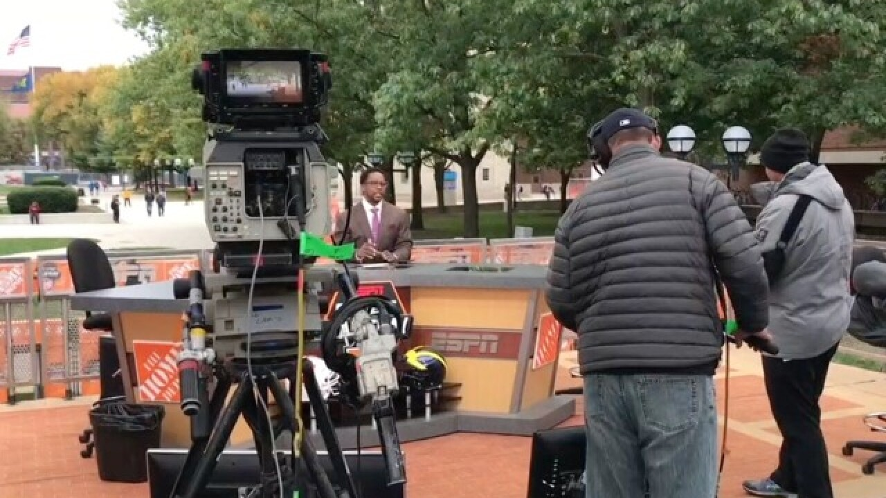 College GameDay's Desmond Howard, Rece Davis stress importance of Saturday for Michigan