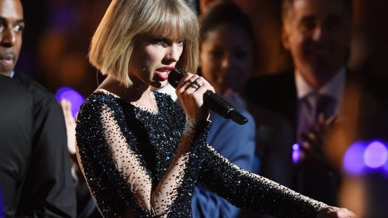 'We love you, Aretha': Taylor Swift holds moment of silence in honor of the Queen of Soul