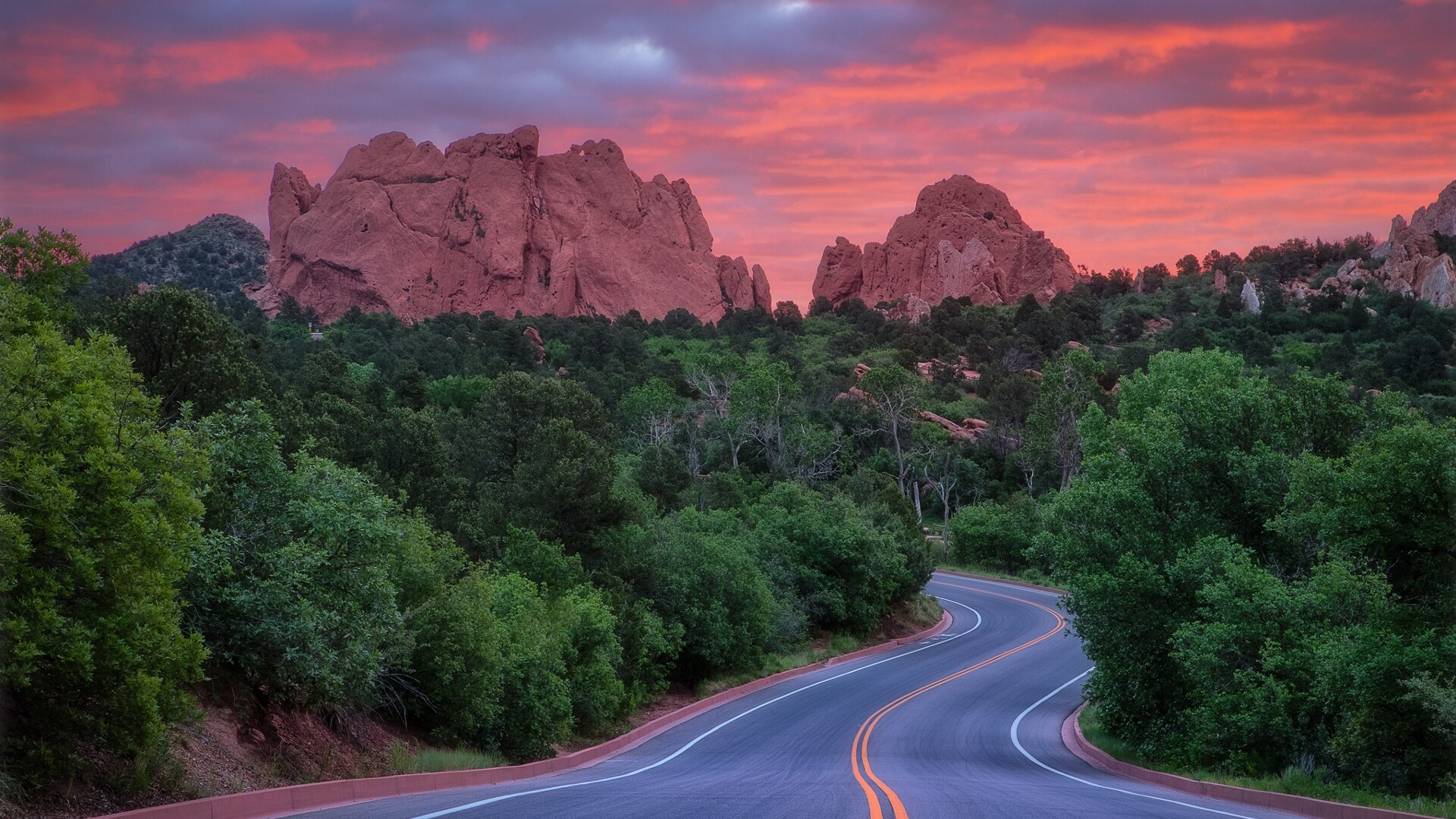 Garden of the Gods Road Lars Leber Photography.jpg