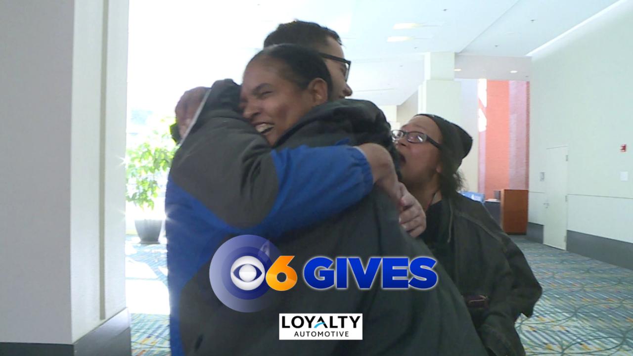 🦃Brendan King surprises Thanksgiving feast volunteers andfamilies