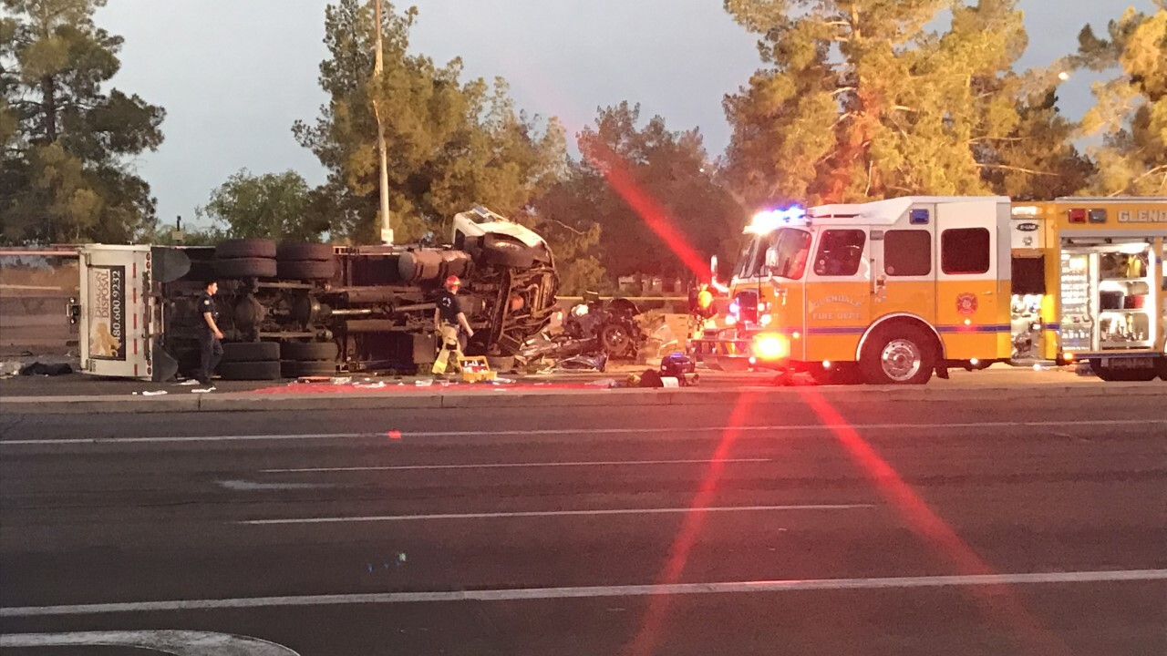 FD: Teen dead, 4 critically injured in crash at 51st Avenue