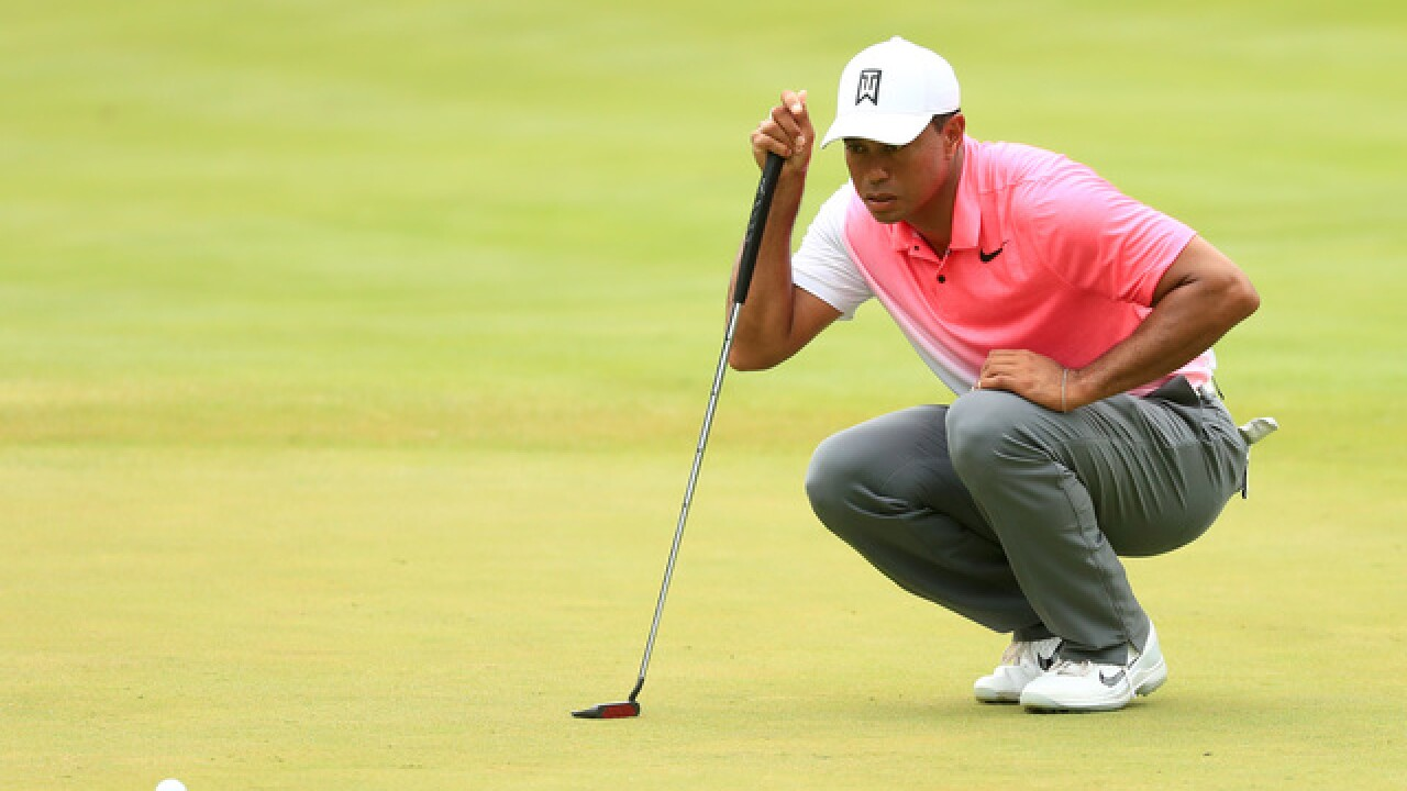 New putter doesn't do much for slumping Tiger Woods