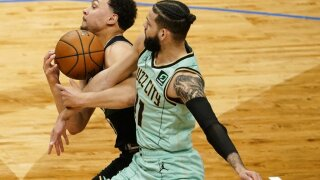 Hornets Bucks Basketball