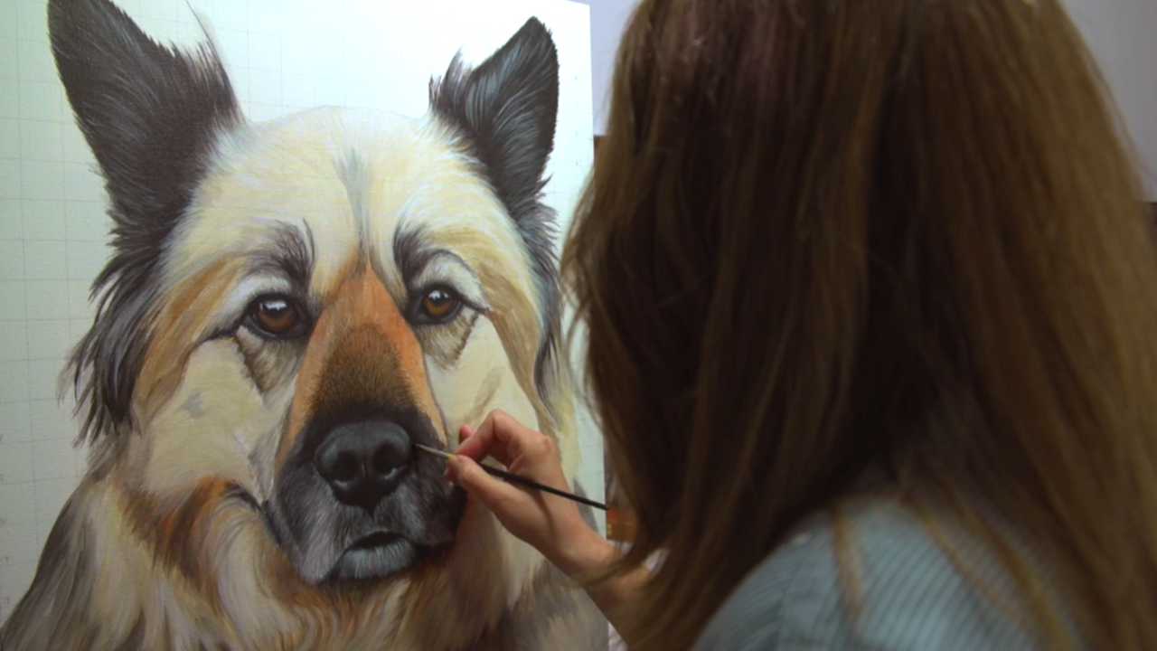 Woman quits job to paint portraits of people's late pets, help them heal