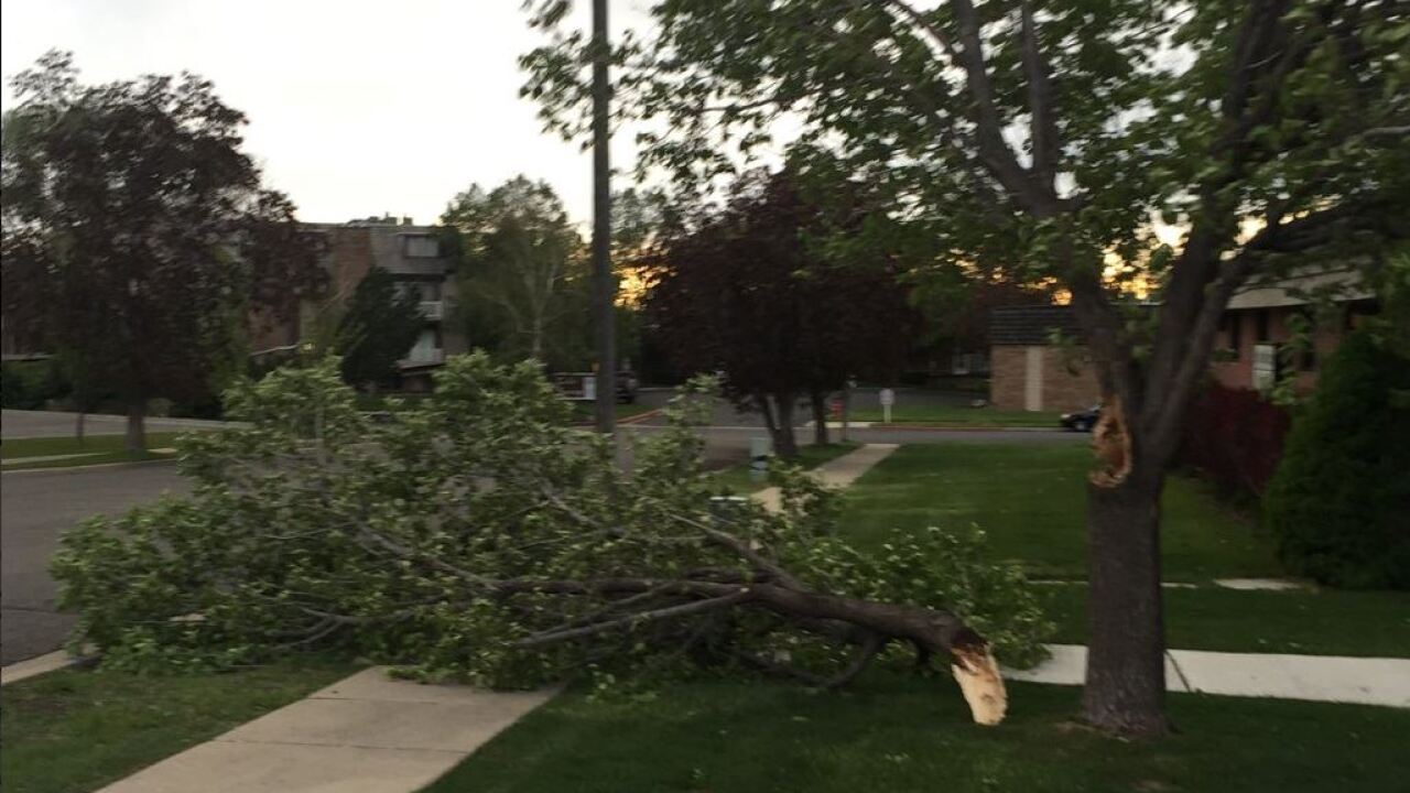 70 mph winds reported in Davis County, about 1,000 without power