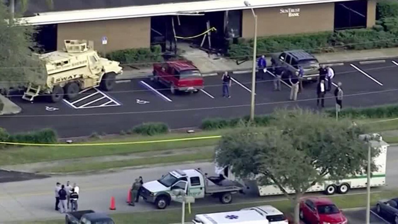 Barricaded suspect surrenders after incident at SunTrust Bank in Sebring, police say