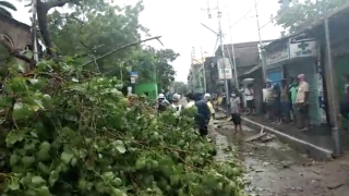 Cyclone batters India and Bangladesh coasts, millions flee