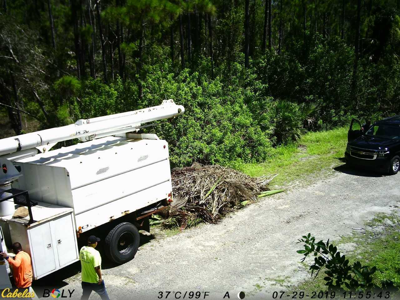 Illegal dumping Lehigh Acres 2.jpg
