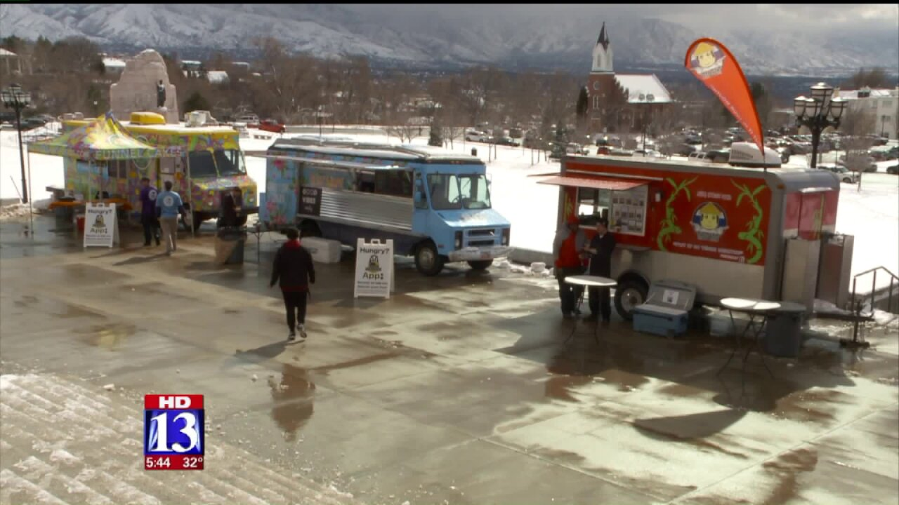 Food trucks take tastes to state capitol, seeking relief fromrules