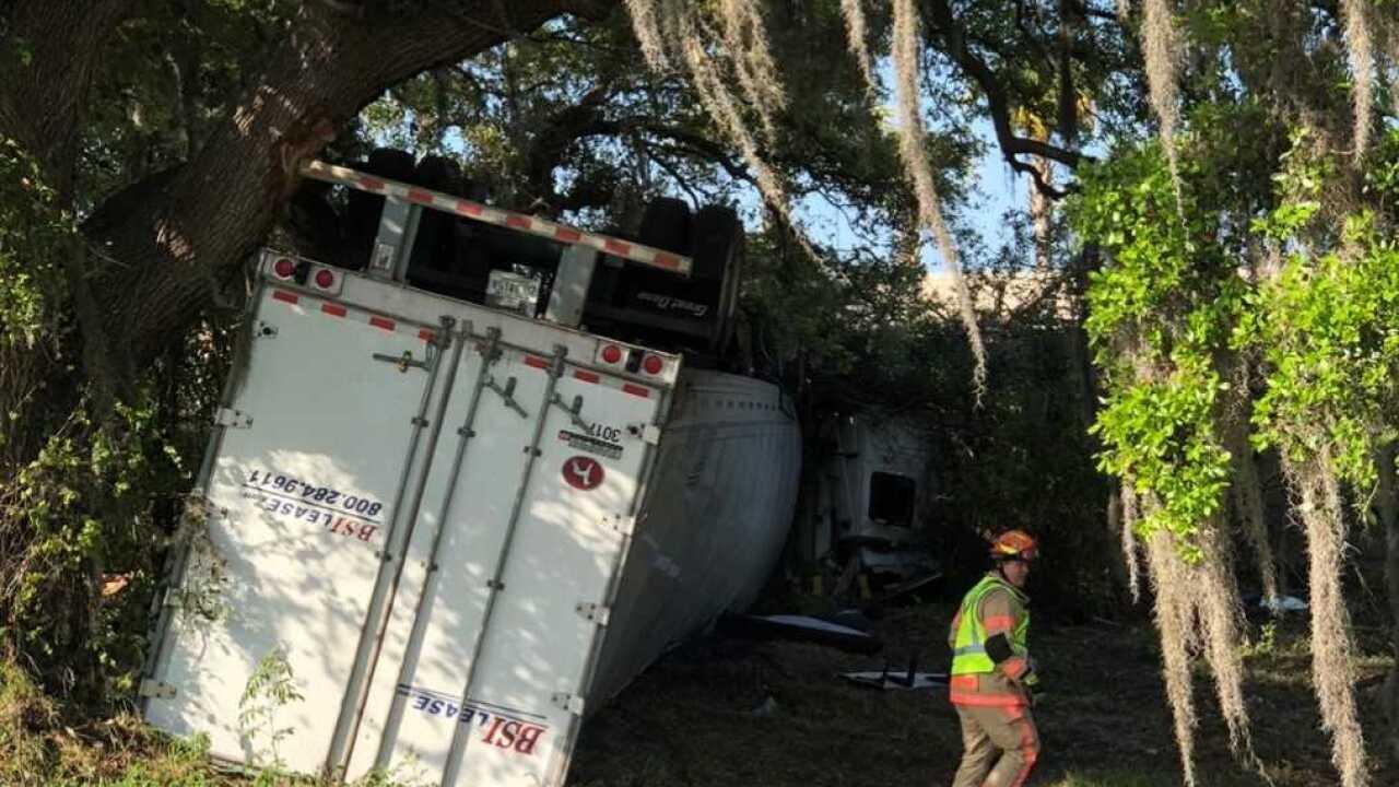 Boat dumped onto I-75 roadway in Sarasota crash