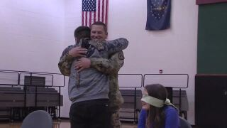Indiana student gets Christmas surprise when deployed father shows up during game
