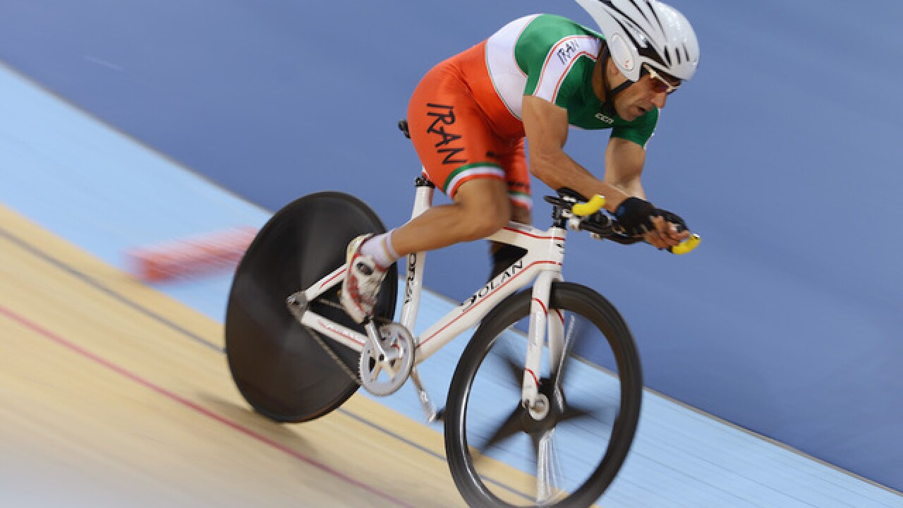 Cyclist dies after crash at Paralympics