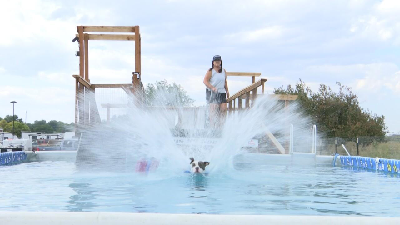 lady di splash.jpg