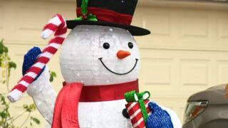 inflatable snowman.jpg