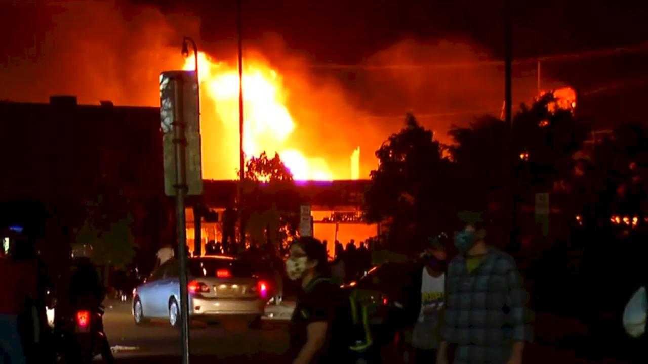 Minneapolis-police-station-burned