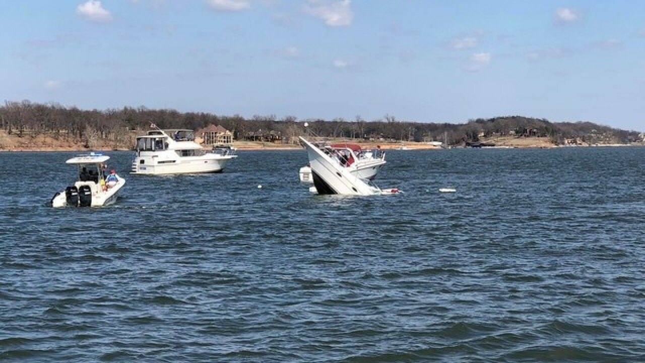 Boat sinks on Grand Lake