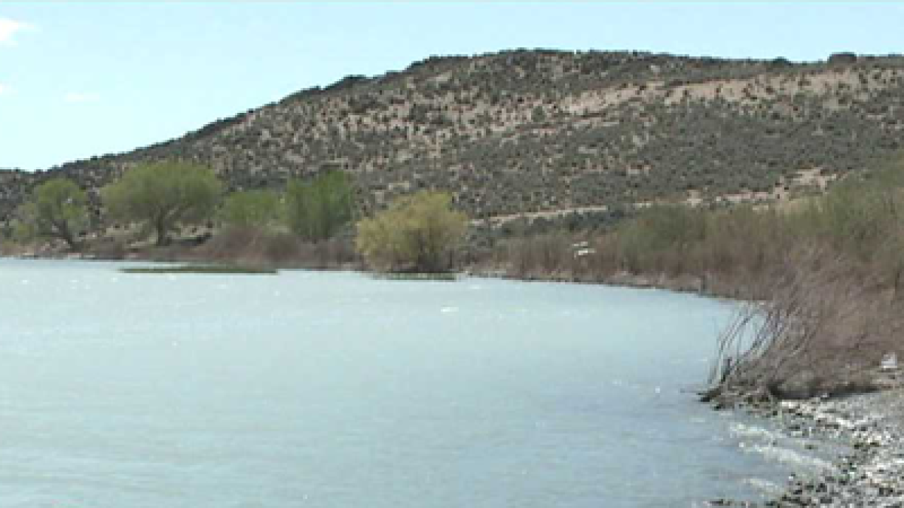 Four rescued from Utah Lake after canoe capsize