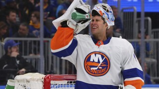 Red Wings sign goaltender to Thomas Greiss to two-year deal