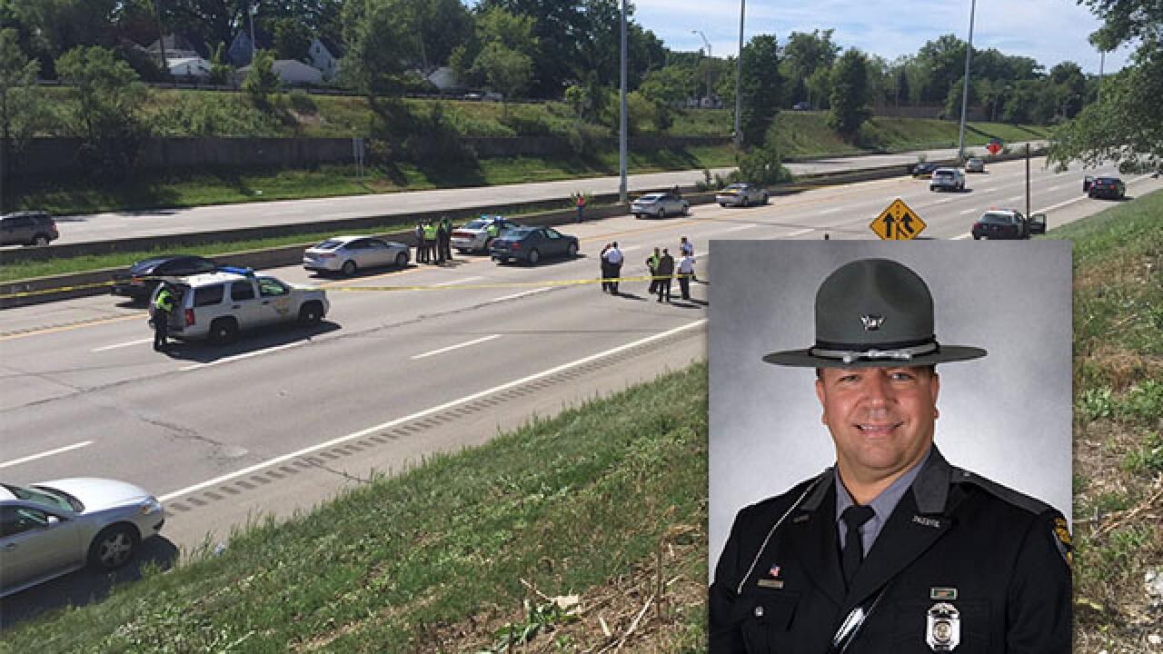 Ohio trooper hit by vehicle on highway dies