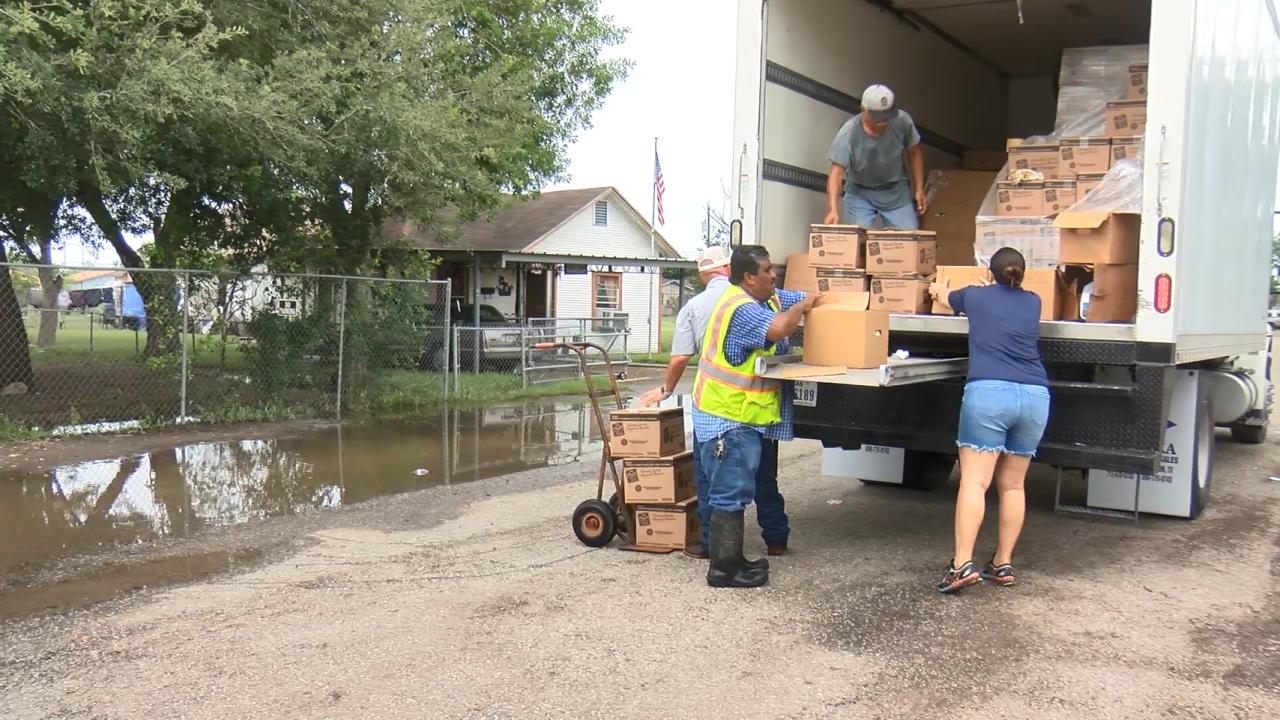 Casa De Dios food distribution.PNG