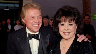 Steve Lawrence of '60s singing duo Steve and Eydie reveals he has Alzheimer's