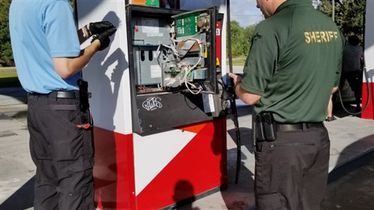 181123-credit-card-skimmer-gas-station-ew-1240p_5052ff2a66a12159ad0f1a7cdeb76e25.fit-560w.jpg
