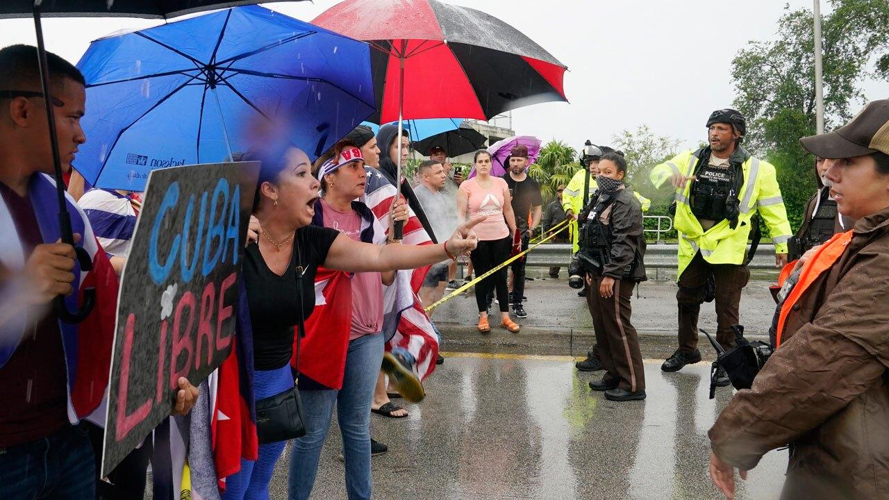 Cuba protesters on Miami's Palmetto-Expressway, July 13, 2021