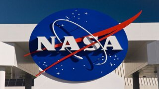 NASA to announce space shuttle deal