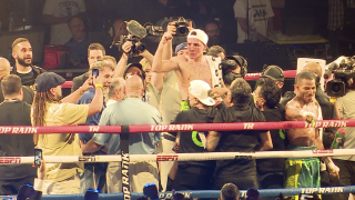 Oscar Valdez retained his WBC super featherweight title with a win on Friday night.