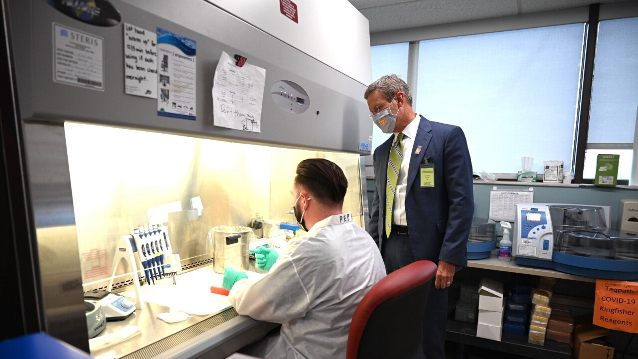 Gov Bill Lee visits TN Public Health Lab.jpg