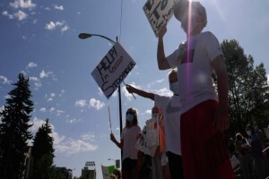 Bozeman families protest against plan for return to school