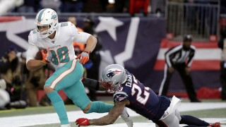 Miami Dolphins tight end Mike Gesicki catches winning TD pass against New England Patriots, Dec. 29, 2019